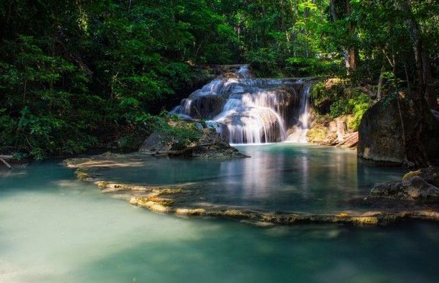 cascadas de erawan tailandia