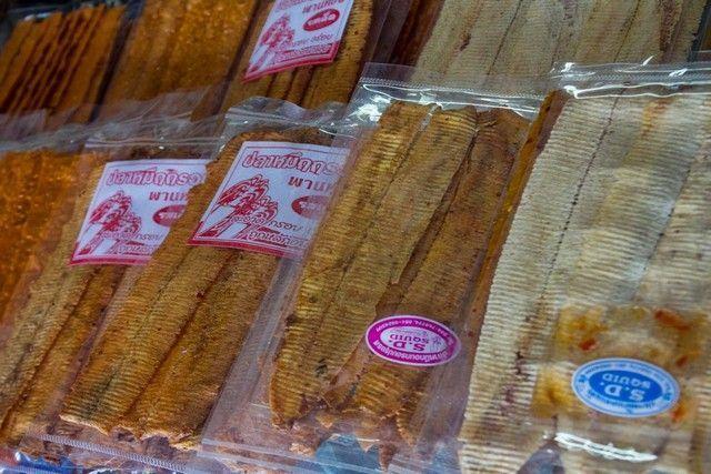 comida en mae klong market