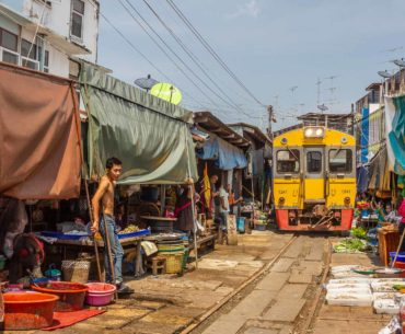 mercado de las vias del tren tailandia portada