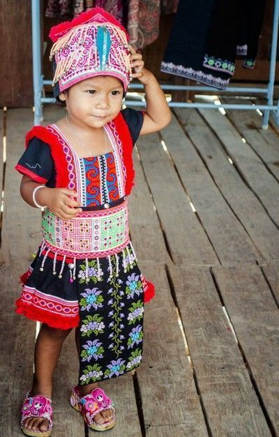 niña poblado hong tailandia