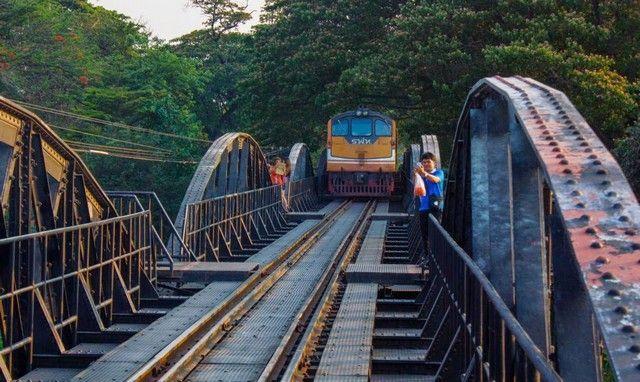 pasa el tren puente sobre el rio kwai