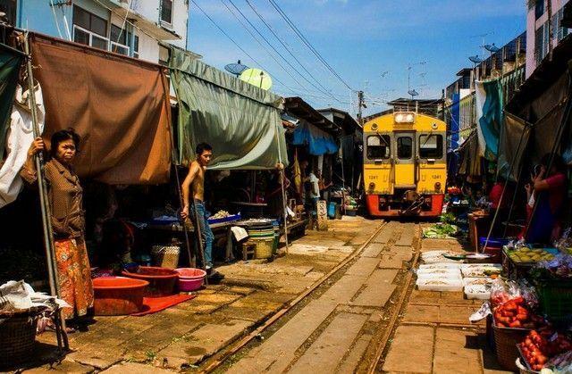 paso del tren mae klong market