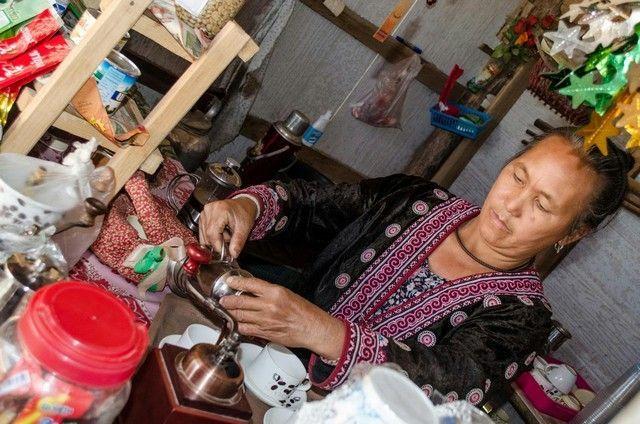preparando café poblado hong