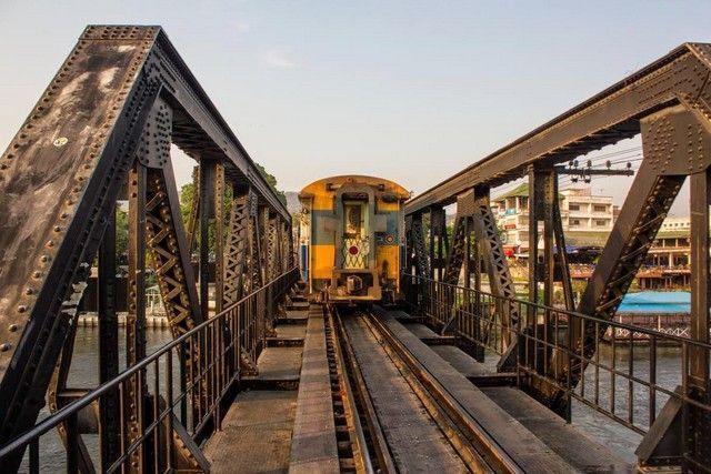 tren en el puente sobre el rio kwai