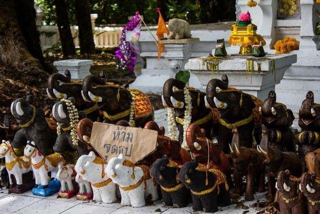 estupa en conmemoración del rey Inthawichayanon