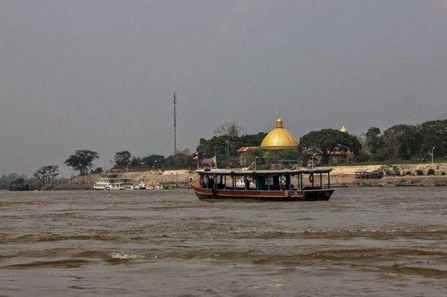 lado laos rio mekong tailandia