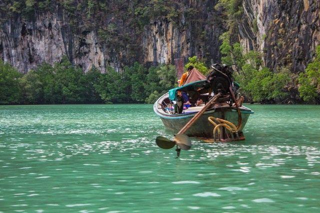 barca en las islas hong laguna interior