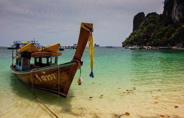 barca en las islas hong tailandia