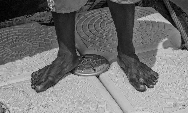 Nos llamó mucho la atención los pies de los tailandeses. Puede que el estar todo el día descalzos o en chanclas haga que sus pies se ensanchen de esta manera.