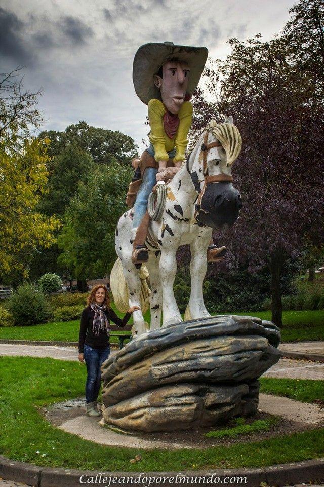 Charleroi estatua Luke luke