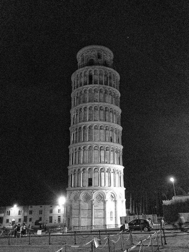 Pisa de noche