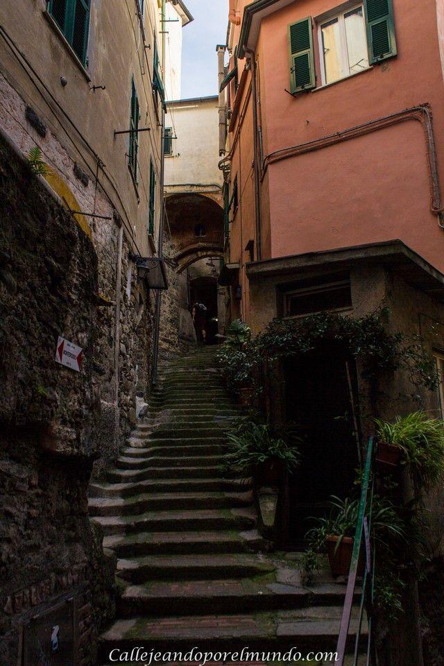 Callejón con escaleras vernazza