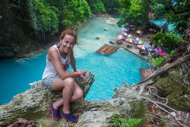 callejeando por el mundo en kawasan falls filipinas