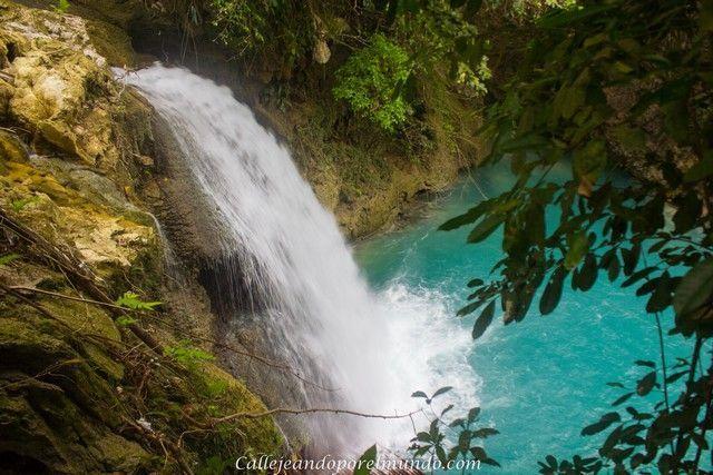 vista de kawasan falls desde el segundo nivel moalboal