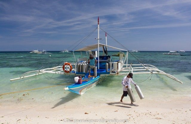 barco en alona beach panglao filipinas