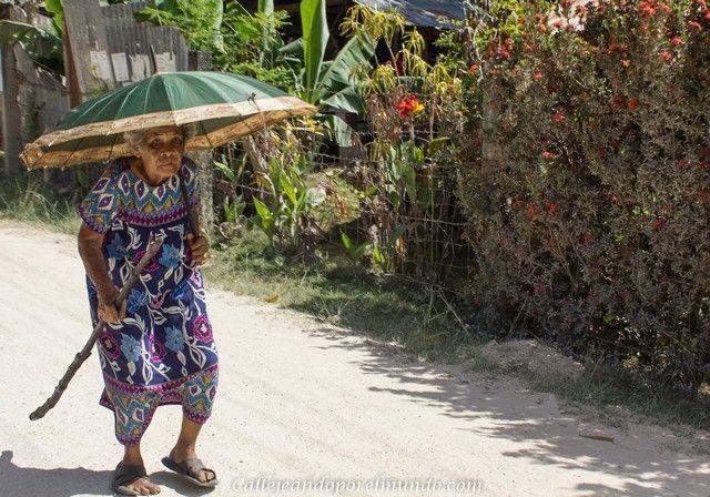 mujer en siquijor filipinas
