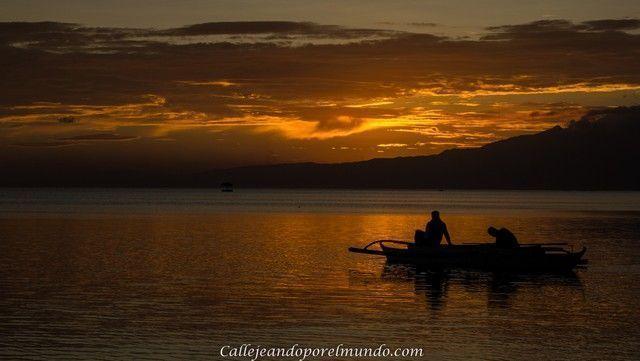 puesta de sol con barca San Juan Siquijor