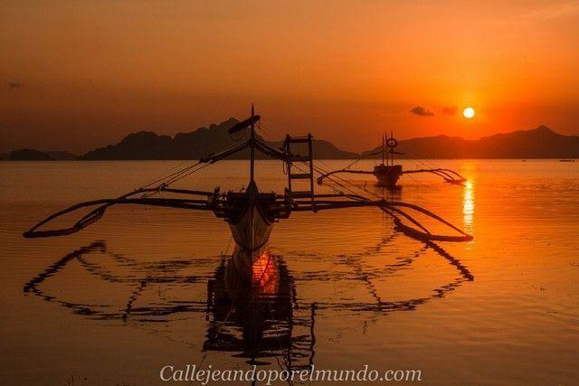 bangka en el atardecer de corong corong el nido filipinas