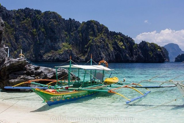 bangka en una playa tour A en el Nido Filipinas