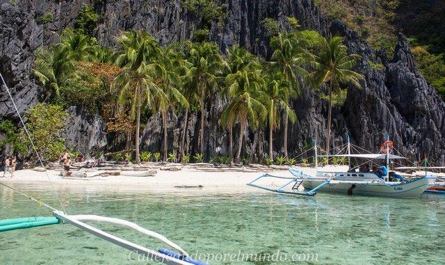 llegando a la playa de acceso a Secret Lagoon tour A en el Nido Filipinas