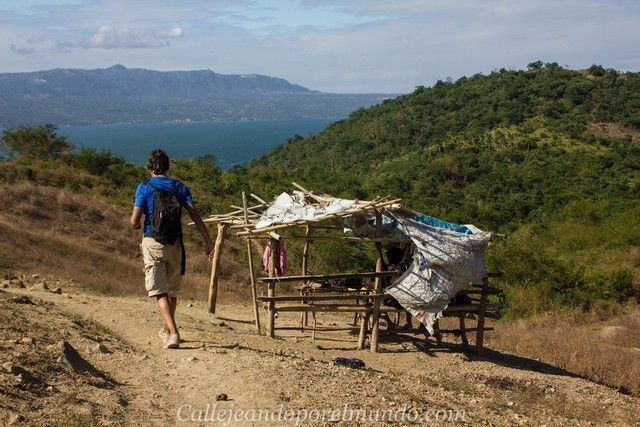 descenso del volcan taal filipinas manila