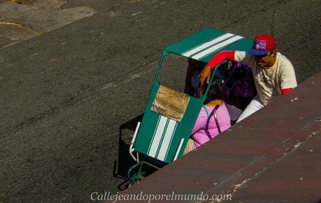 triciclo por las calles de manila filipinas