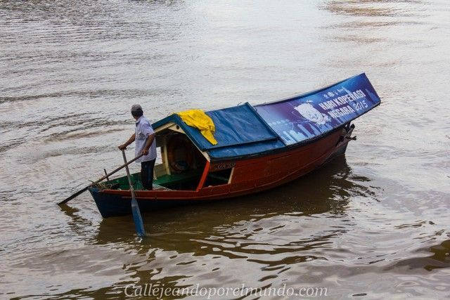 barca tradicional borneo kuching malasia