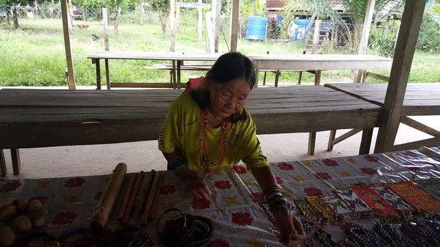 mujeres de la tribu penan gunung mulu boreno malasia