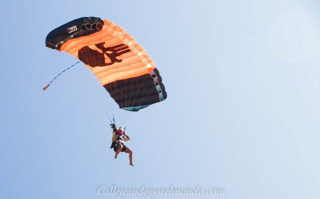 paracaidas the sands at chale island diani beach kenia