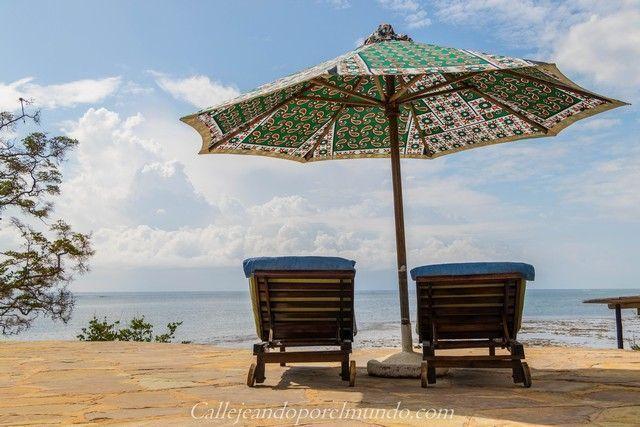 tumbonas piscina the sands at chale island diani beach kenia