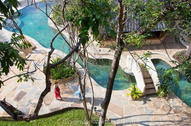 vista desde arriba de la piscina the sands at chale island kenia