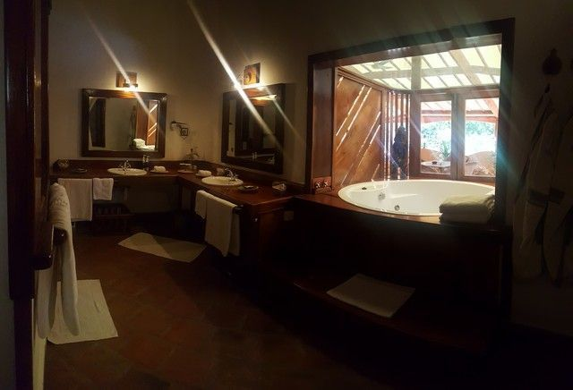 baño suite the sands at nomad diani beach kenia