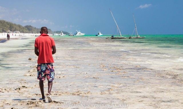 beach boy diani beach mombasa kenia (2)