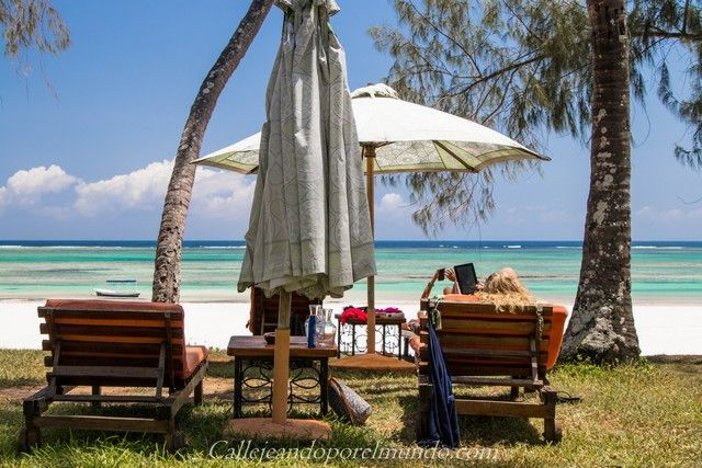 tumbonas the sands at nomad diani beach mombasa kenia