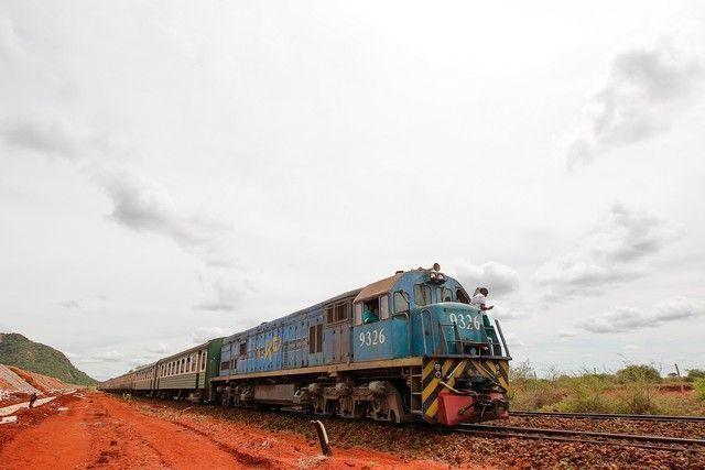 lunatic express locomotora kenia