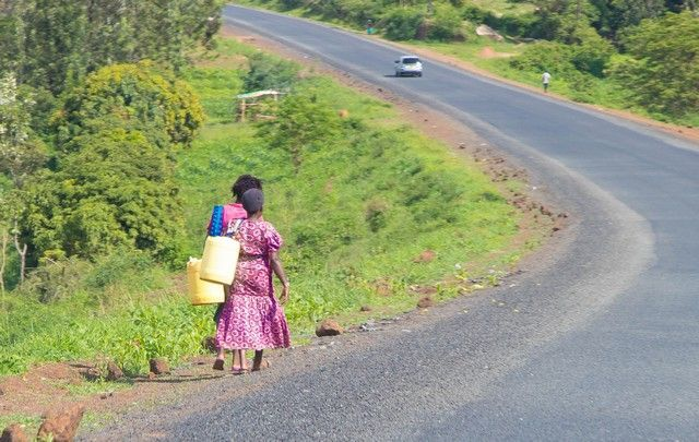 camino al parque nacional aberdare kenia
