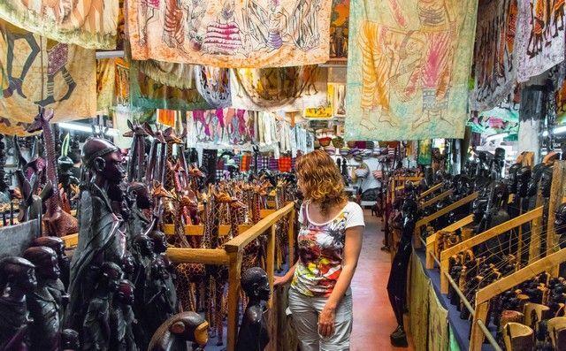 tienda de recuerdos camino al parque nacional aberdare kenia
