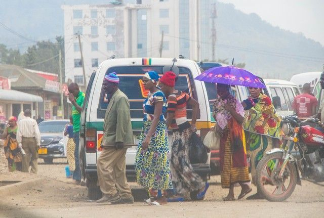 escenas cotidianas de tanzania camino a tarangire (6)