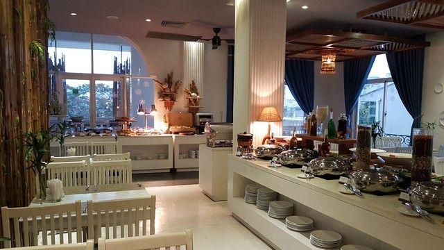 desayuno en el alba spa hotel de hue (1)