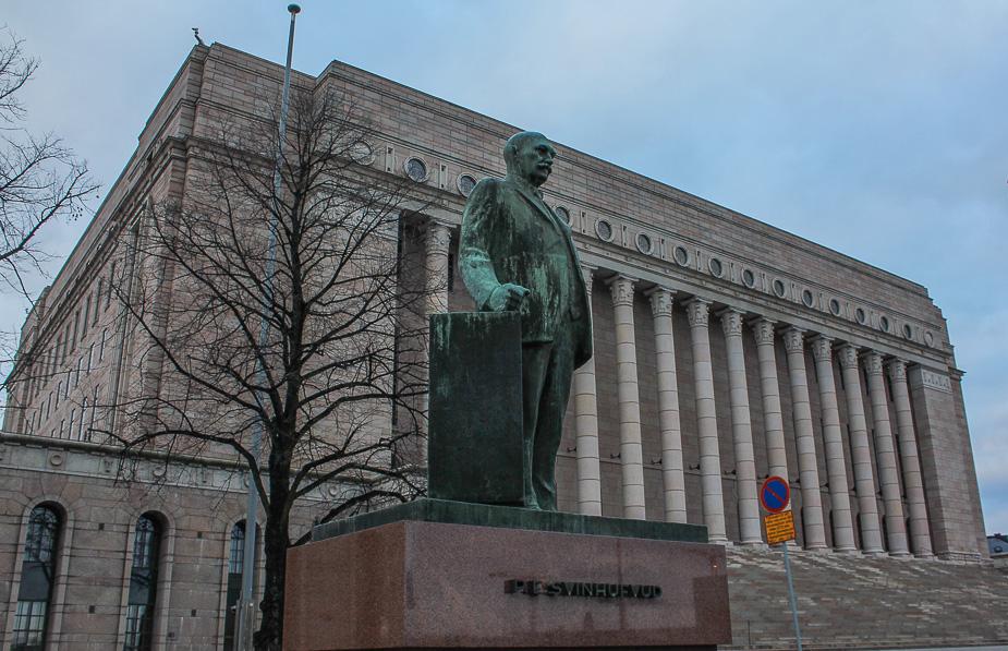 parlamento-de-helsinki-en-navidad