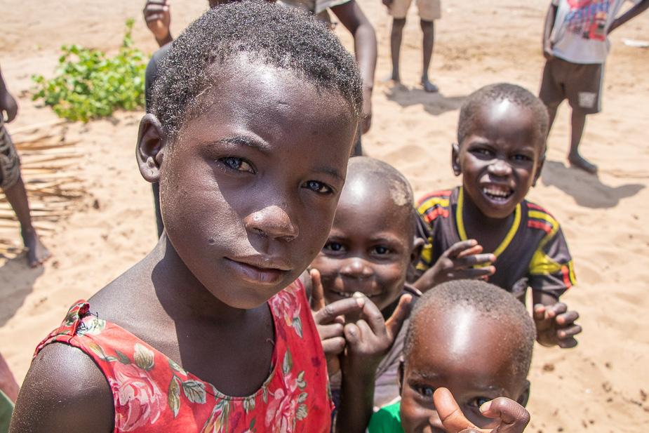 pueblos-de-uganda-ninos en bigodi