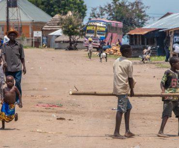 pueblos de uganda portada