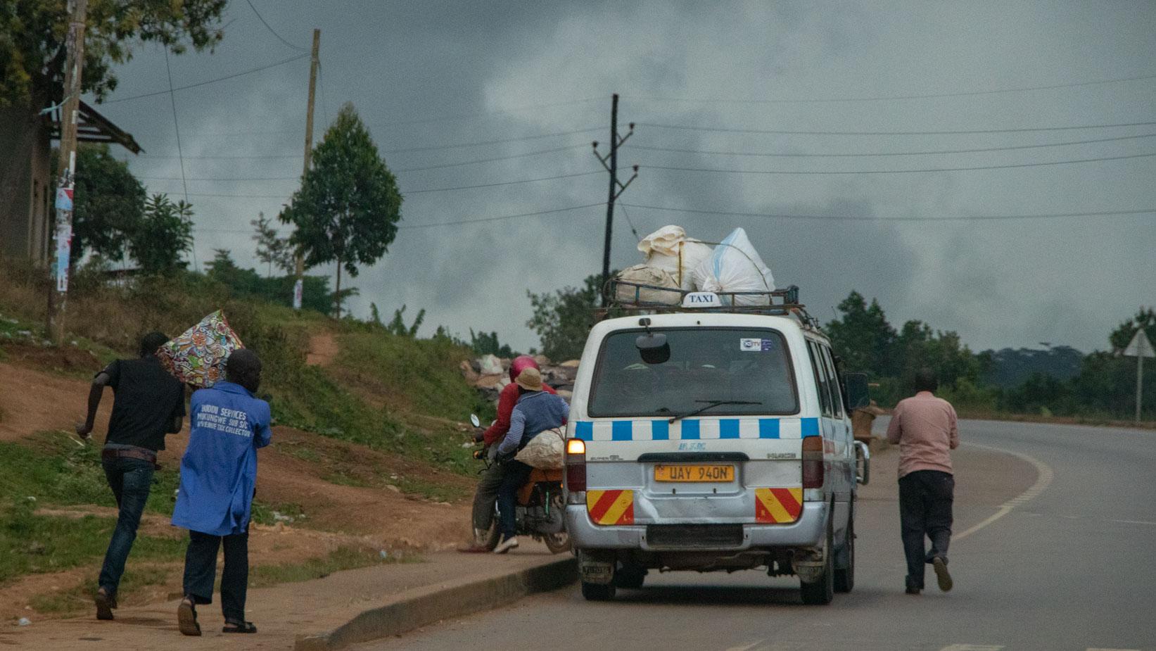 camino-a-entebbe-uganda-1