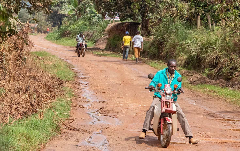camino-a-entebbe-uganda-8
