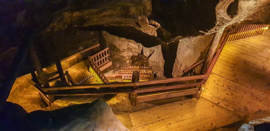 mina-de-sal-de-wieliczka-escaleras