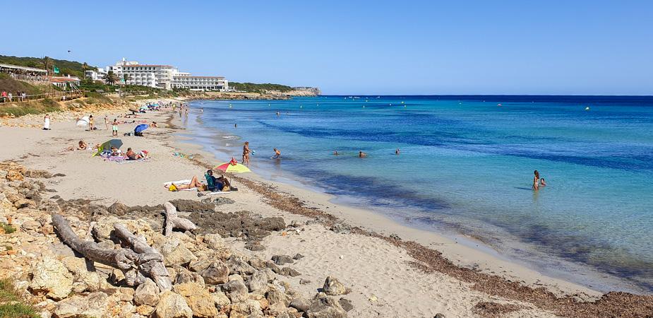 playa-de-binicondrel-Viajar-a-Menorca