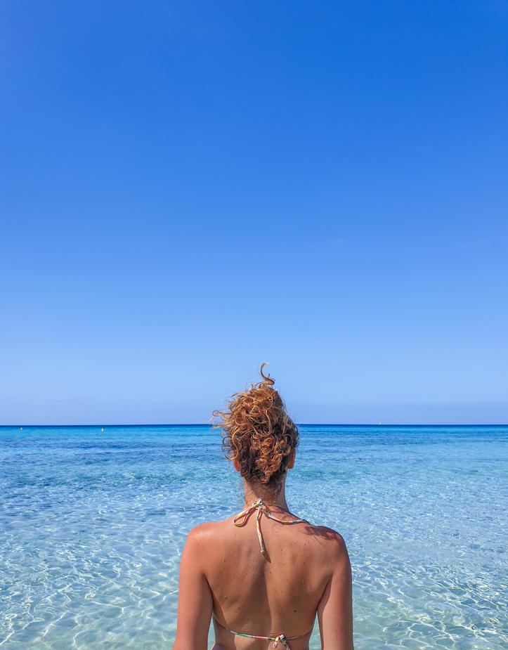 playa-de-son-bou-viajar-a-menorca-2