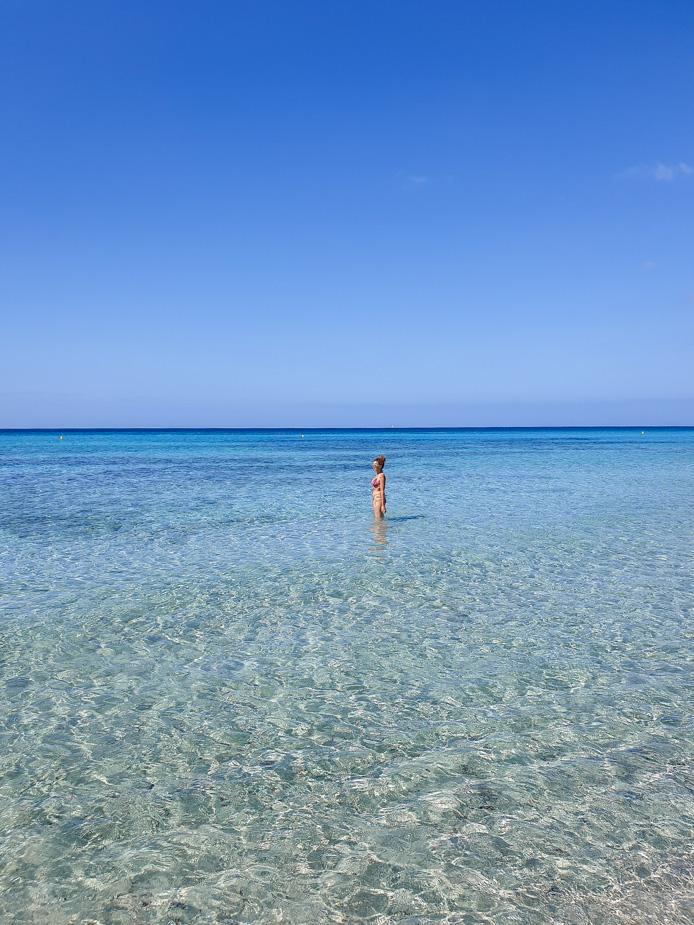 playa-de-son-bou-viajar-a-menorca-3